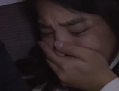 ♥「夜行バスでこの女の肛門見ちゃった♥」声を殺して必死で耐える可愛そうな女子校生♥